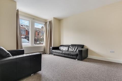 3 bedroom terraced house to rent - Cambridge Road, Seven Kings, IG3