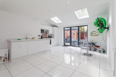 2 bedroom semi-detached house for sale - Parrs Wood Road, Manchester