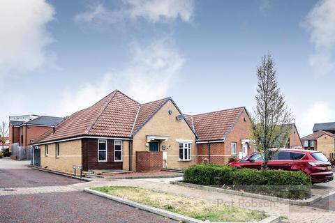 3 bedroom bungalow for sale - Lysander Drive, Walker