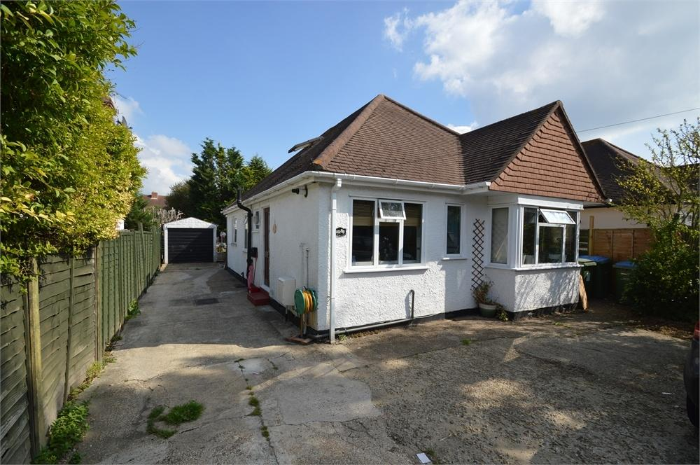 4 Bedrooms Detached Bungalow for sale in WALTON ON THAMES, Surrey