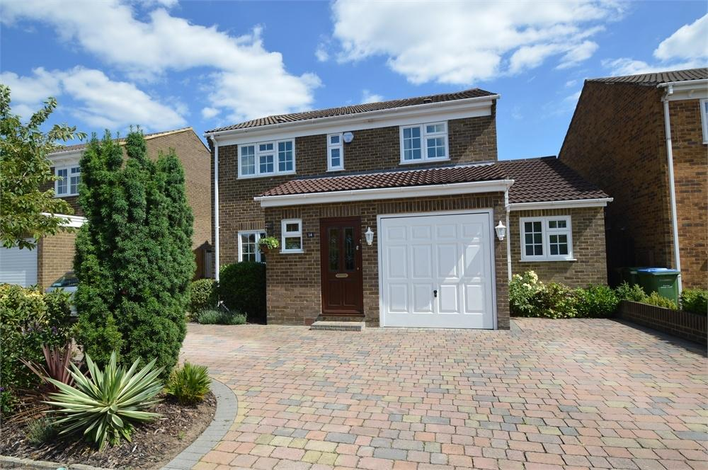 4 Bedrooms Detached House for sale in Severn Drive, WALTON-ON-THAMES, Surrey