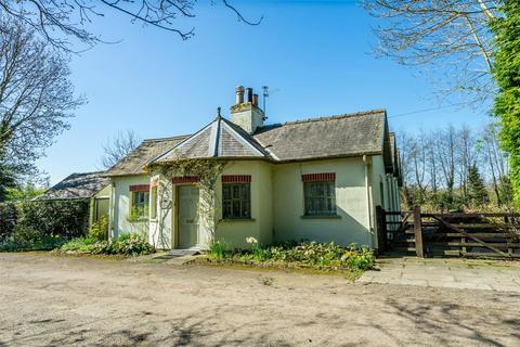 3 bedroom detached bungalow for sale - Shipton Road, Skelton, York