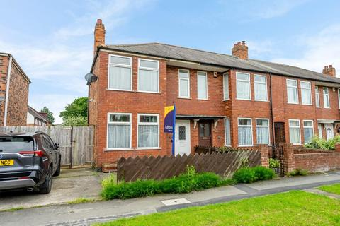 2 bedroom end of terrace house for sale - Lang Avenue, YORK