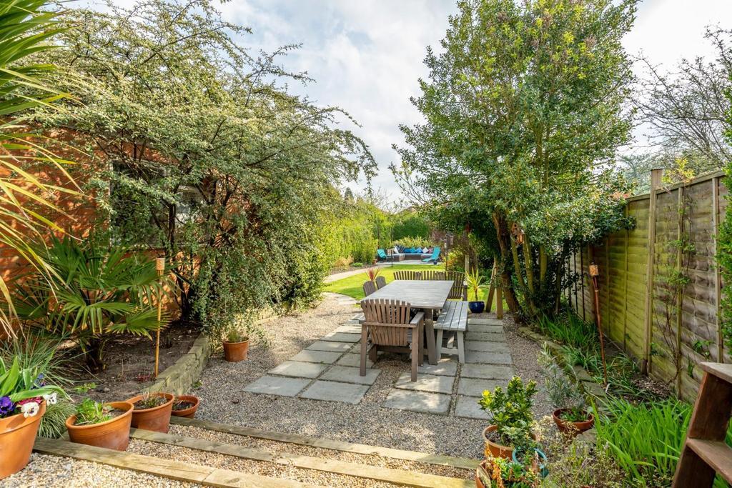 Melrosegate 47 gardens.jpg