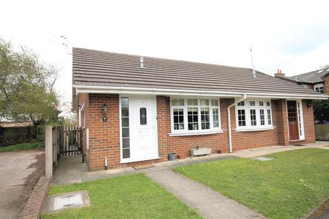 2 bedroom bungalow for sale - Dixon Drive, Chelford