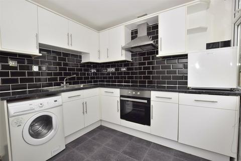 2 bedroom flat to rent - St. Martins Court, Midford Road, BATH, Somerset, BA2