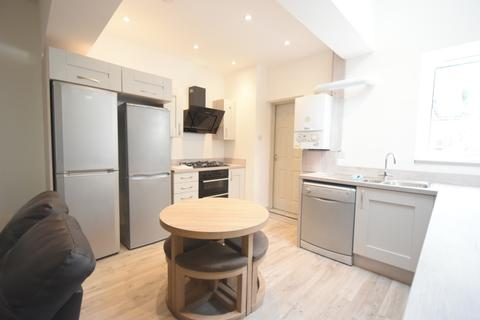 6 bedroom terraced house to rent - Stunning 6 Double Bedroom, 2 Bathrooms Student House, Katie Road, Selly Oak, 2019 - 2020