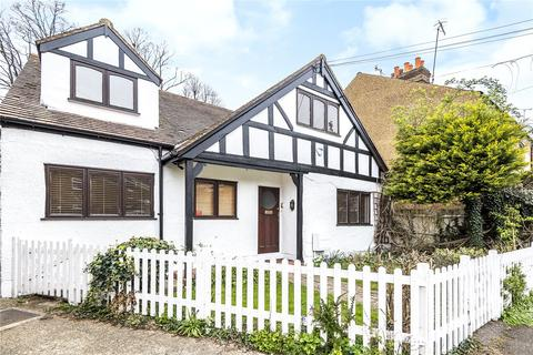 5 bedroom detached house for sale - Victoria Road, Uxbridge, Middlesex, UB8