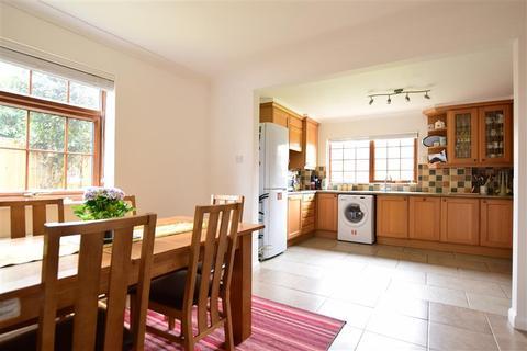 4 bedroom bungalow for sale - Pilots Avenue, Deal, Kent