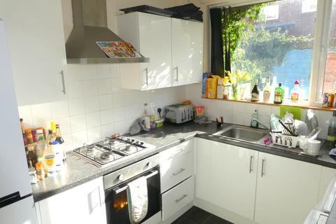 5 bedroom terraced house to rent - Beverly Road, Fallowfield