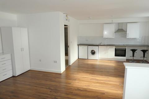 Studio to rent - Stockport Road, Manchester