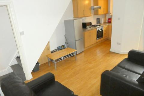 3 bedroom terraced house to rent - St. Ives Road, Rusholme