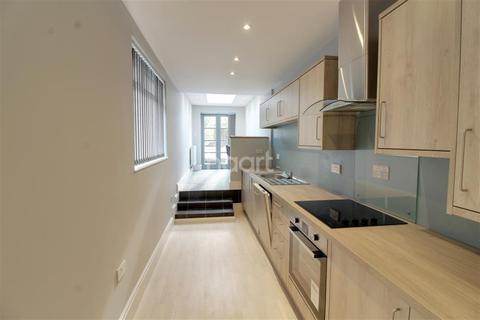 5 bedroom detached house to rent - Effingham Street, CT11