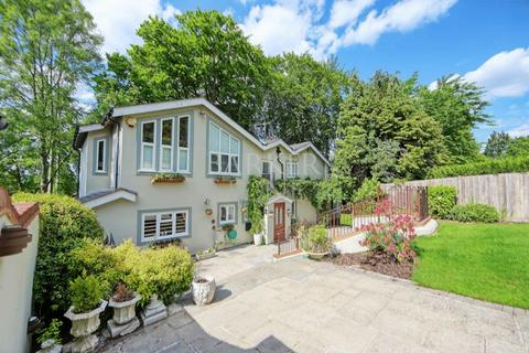 4 bedroom detached house for sale - Outstanding Cookham home overlooking Thames