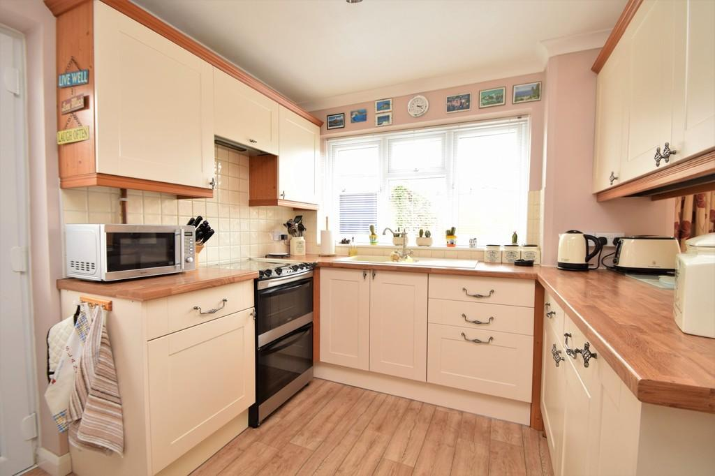 Aylesham Way Yateley 3 Bed Semi Detached House For Sale