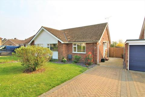 2 bedroom semi-detached bungalow for sale - Branscombe Close, Frinton-On-Sea