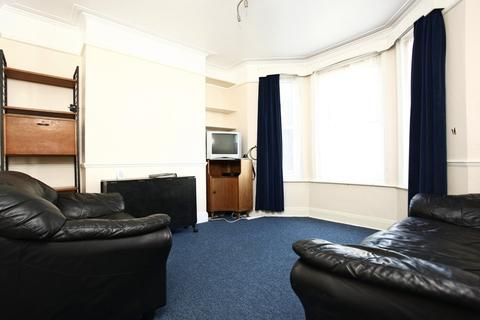 4 bedroom semi-detached house to rent - Charminster, Student House