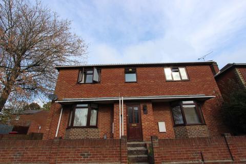 Studio to rent - Waterloo Road, Southampton, SO15