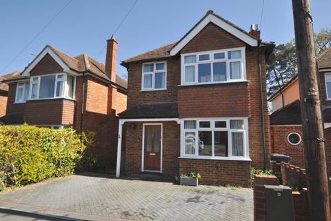 3 bedroom detached house for sale - Waltham Avenue, Guildford