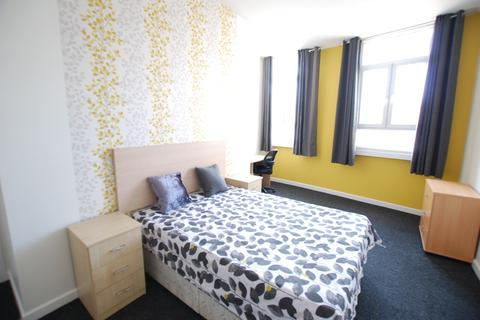 5 bedroom flat to rent - High Street Flat A, Sheffield