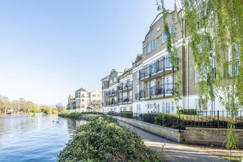 2 bedroom apartment to rent - Regents Riverside, Reading, RG1