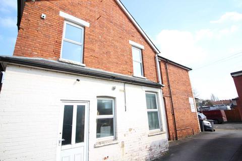 1 bedroom apartment to rent - Fully Refurbished Top Floor Flat -  Grange Avenue, Earley