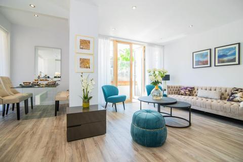 2 bedroom apartment for sale - Albany Court, Spring Grove W4