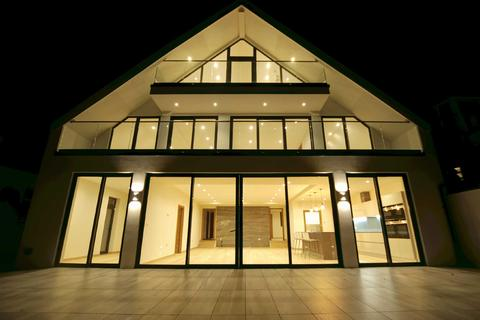 6 bedroom detached house for sale - The Cliff, Roedean, Brighton, East Sussex, BN2