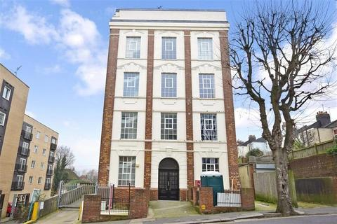 2 bedroom flat to rent - The Deco Building, Coombe Road