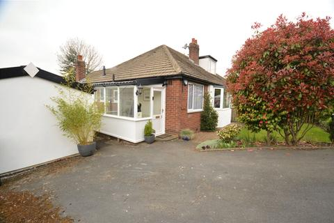 2 bedroom bungalow for sale - Aire View, Newlay Wood Drive, Horsforth, Leeds