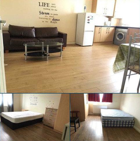 2 bedroom flat to rent - Wood lane, Martins Corner, Dagenham, London RM8