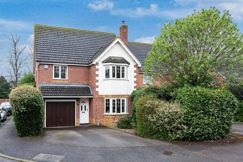 4 bedroom detached house for sale - Rivets Close, Aylesbury