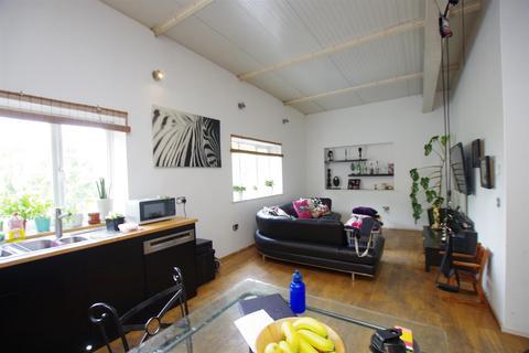 3 bedroom apartment to rent - Railway Road, Idle Village, Bradford