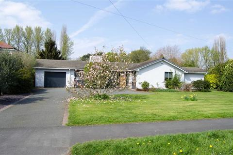4 bedroom detached bungalow for sale - Lache Lane, Chester, Chester