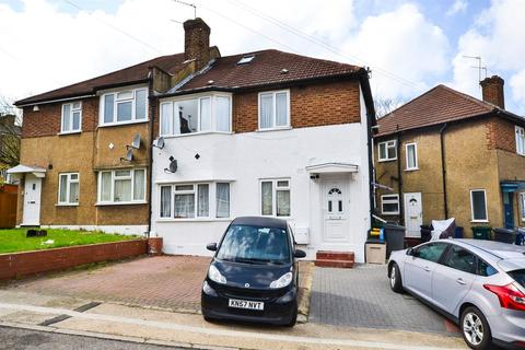 3 bedroom flat for sale - Oakleigh Close, London