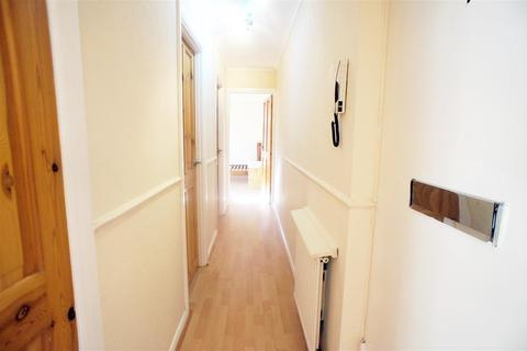 2 bedroom flat to rent - Avalon Close, Enfield