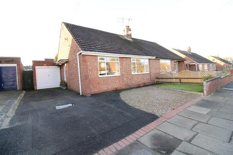 2 bedroom semi-detached bungalow for sale - Acomb Crescent, Red House Farm, Newcastle Upon Tyne