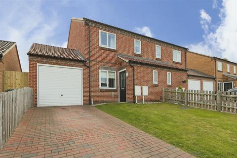 3 bedroom semi-detached house for sale - Maythorne Close, Arnold, Nottinghamshire, NG5 7LP