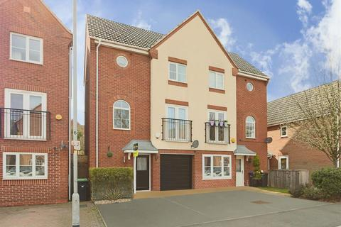 3 bedroom townhouse for sale - Burberry Avenue, Hucknall, Nottinghamshire, NG15 7EZ