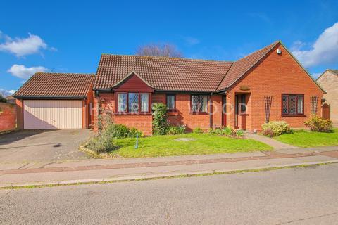 3 bedroom detached bungalow for sale - Woodview Close, Colchester, CO4