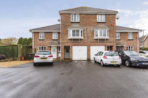 3 bedroom townhouse to rent - Saffron Way, Bournemouth