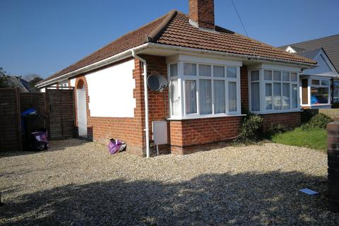 2 bedroom detached bungalow to rent - Coles Avenue, Hamworthy, Poole BH15