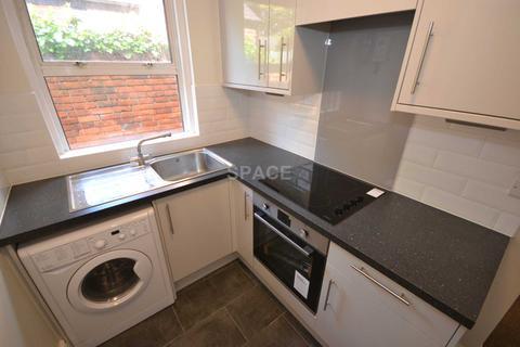 2 bedroom flat to rent - Basingstoke Road, Earley