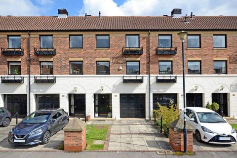 3 bedroom house for sale - Postern Close, Clementhorpe