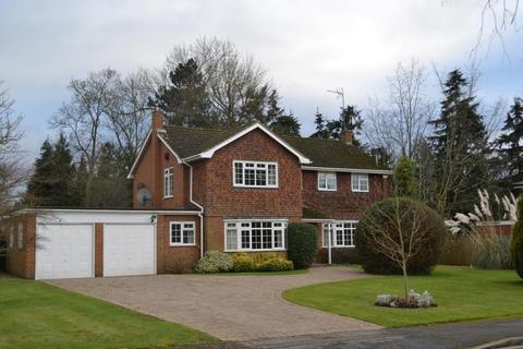 5 bedroom detached house to rent - The Garth, Cobham, Surrey, KT11 2DZ