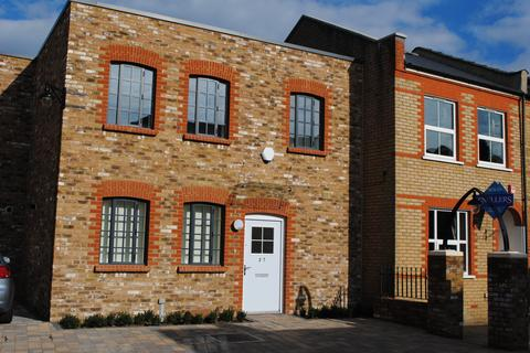 3 bedroom semi-detached house to rent - Athelstan Place, Twickenham, Middlesex TW2