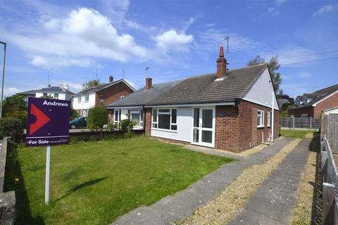 2 bedroom semi-detached bungalow for sale - Mendip Close, CHELTENHAM, Gloucestershire, GL52 5DS