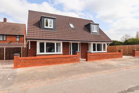 3 bedroom detached bungalow for sale - Anne Close, West Bromwich