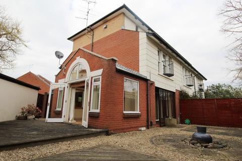 3 bedroom house to rent - Landor Gadens, Cheltenham, GL52 2TB