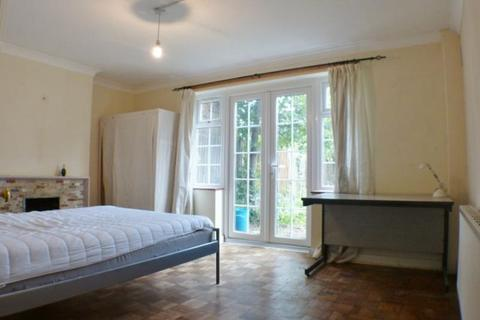 5 bedroom house to rent - Lower Marsh Lane, Kingston Upon Thames